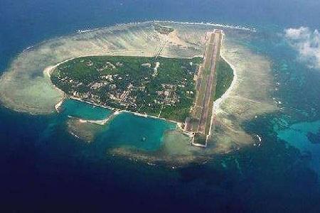 在大海中填海造岛,最大程度地延长迪拜的海岸线.